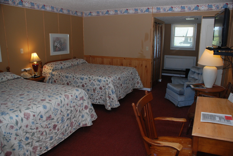 2 Queens room with beds and desk